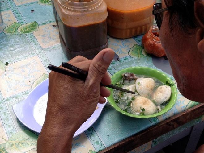 firing-up-breakfast-pancakes-over-hot-coals-ed-4