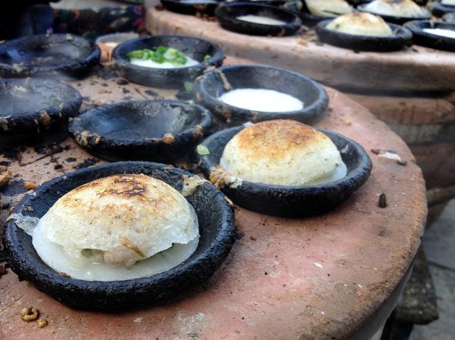 firing-up-breakfast-pancakes-over-hot-coals-ed-5