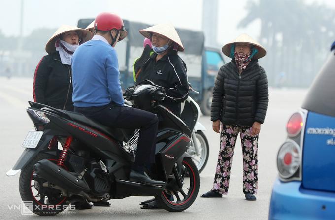 ticket-scalpers-win-big-ahead-of-vietnam-indonesia-football-match