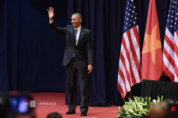 president-obama-speaks-with-2-000-young-vietnamese