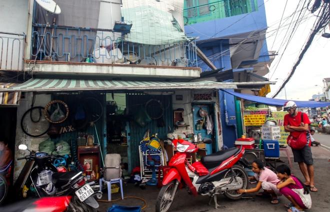 big-family-shares-tiny-house-in-ho-chi-minh-city