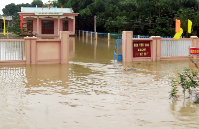 vietnams-south-central-coast-struggles-to-battle-floods