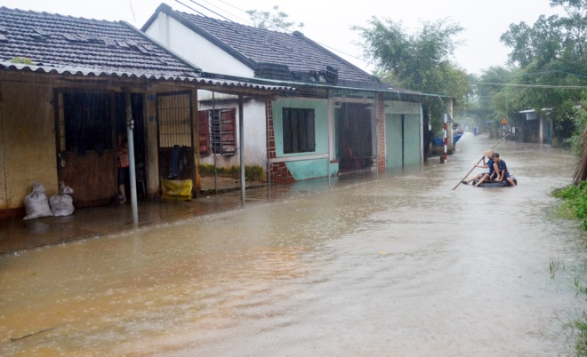vietnams-south-central-coast-struggles-to-battle-floods-8