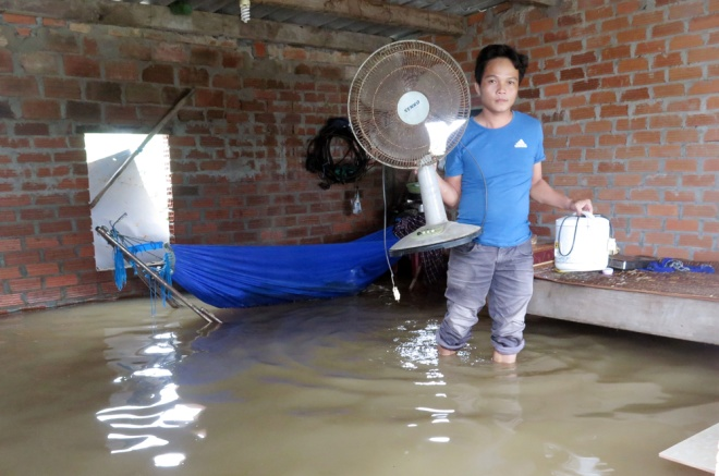 vietnams-south-central-coast-struggles-to-battle-floods-4