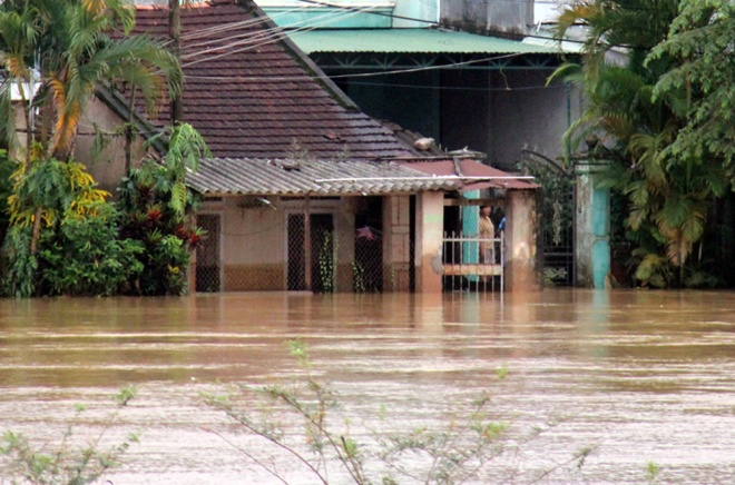 vietnams-south-central-coast-struggles-to-battle-floods-7