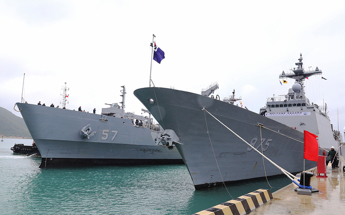 South Korean naval ships visit Vietnam's Cam Ranh Port