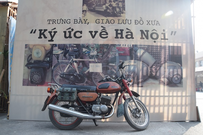 hanoi-retro-exhibition-shows-city-life-in-the-age-of-typewriters-and-rotary-phones