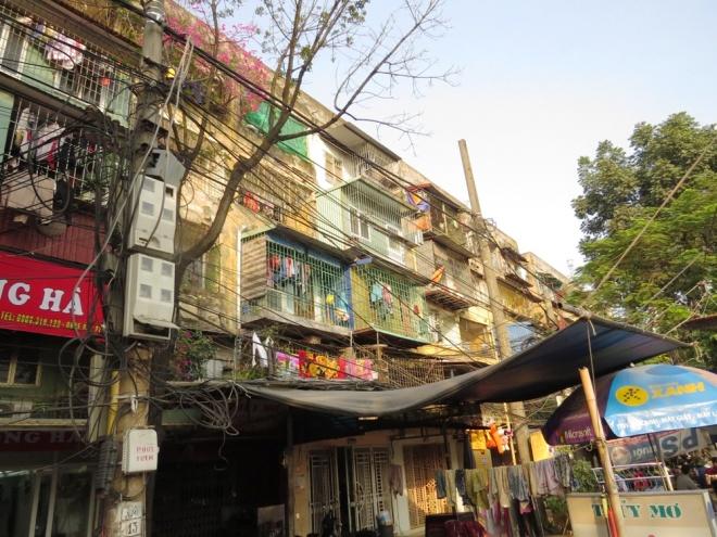 living-in-fear-in-hai-phongs-old-apartment-blocks