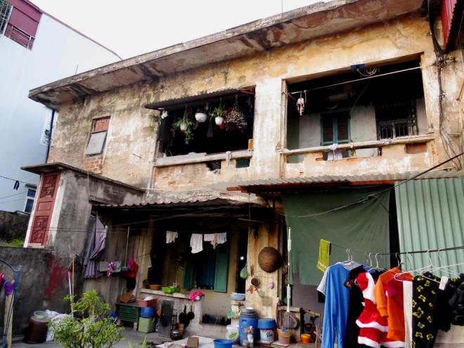 living-in-fear-in-hai-phongs-old-apartment-blocks-9