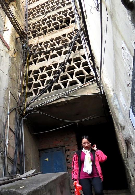 living-in-fear-in-hai-phongs-old-apartment-blocks-4