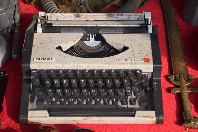 hanoi-retro-exhibition-shows-city-life-in-the-age-of-typewriters-and-rotary-phones-3