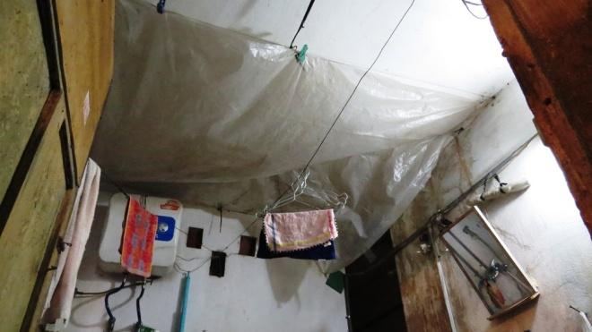 living-in-fear-in-hai-phongs-old-apartment-blocks-6