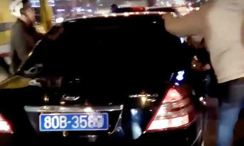 Government car driver suspended for drunken hit-and-run in Hanoi