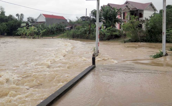 dam-discharges-flood-central-vietnam-again
