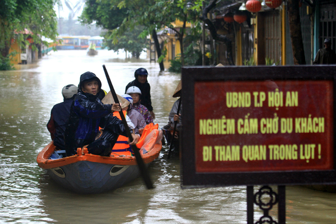 Local authorities have banned residents from using boat to carry tourists during floods but some intentionally broke the rule
