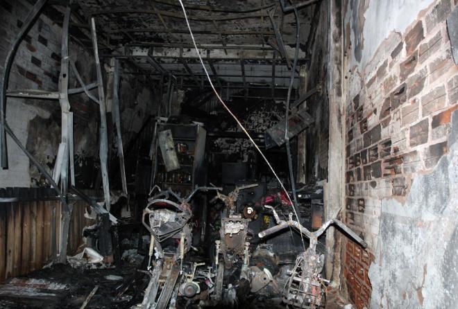 midnight-fire-kills-6-in-saigon-alley-2