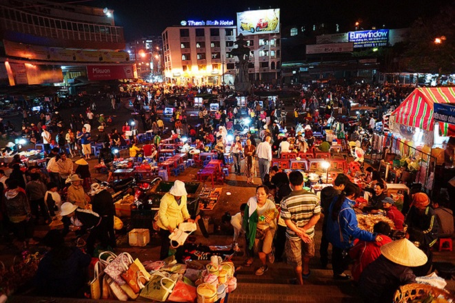 top-10-night-markets-in-vietnam-5
