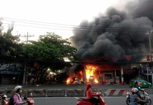 blaze-rips-through-saigon-gas-station