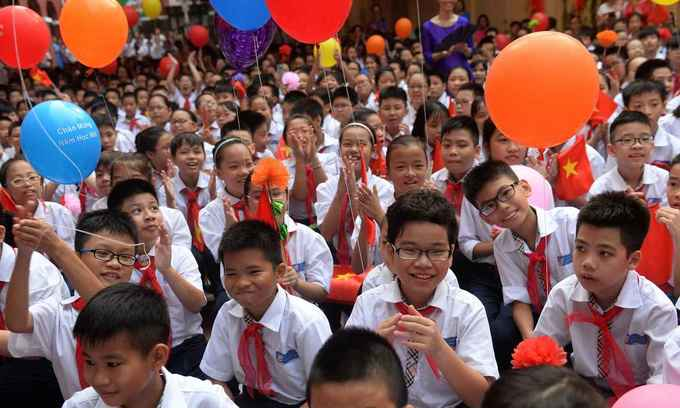 Income vs Education: Foreign experts puzzled by science, math scores of Vietnamese students