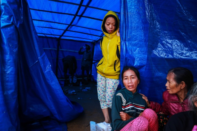 thousands-in-central-vietnam-swamped-in-the-aftermath-of-floods-5