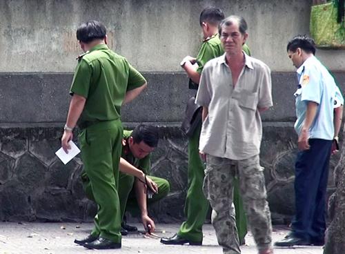 man-stabs-girlfriend-before-turning-knife-on-himself-on-saigon-street-1