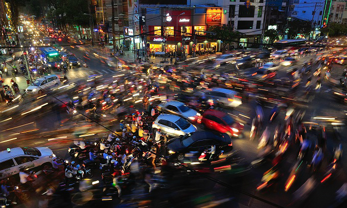 HCMC mulls congestion charge for cars entering city center