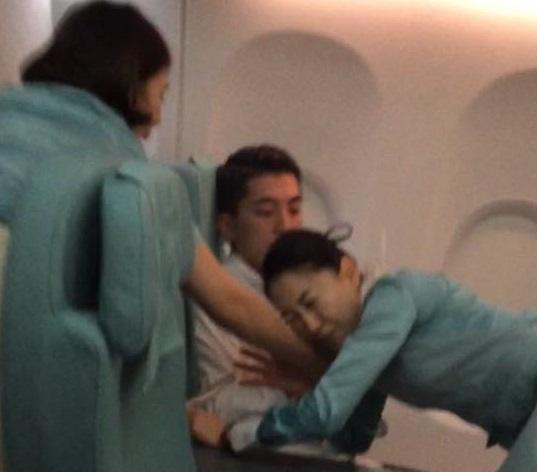 pop-star-richard-marx-helps-restrain-crazed-passenger-on-korean-air-flight-from-hanoi