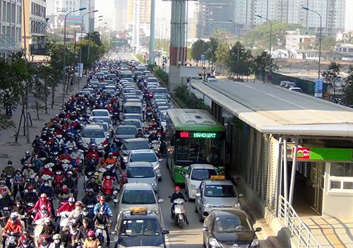 Scofflaws thwart Hanoi's new 'rapid' transit system