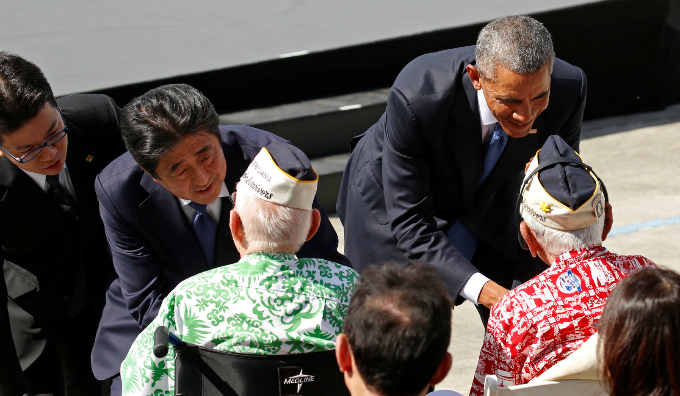 Japanese Prime Minister Shinzo Abe and U.S. President Barack Obama greet Pearl Harbor survivors during their visit to Pearl Harbor and the USS Arizona Memorial in Hawaii, U.S., December 27, 2016. Photo by Reuters/Kevin Lamarque
