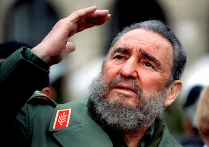 Cubas President Fidel Castro gestures during a tour of Paris in this March 15, 1995 file photo. Ailing Cuban leader Castro said on February 19, 2008 that he will not return to lead the country, retiring as head of state 49 years after he seized power in an armed revolution. Photo by Reuters/Charles Platia