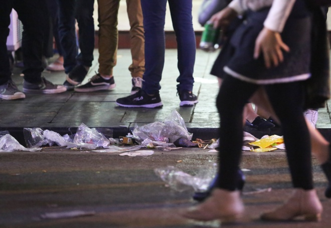 downtown-hanoi-trashed-on-new-years-eve-2