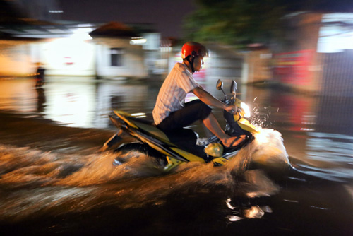 high-tide-brings-flooding-to-saigon-during-new-year-holiday-8