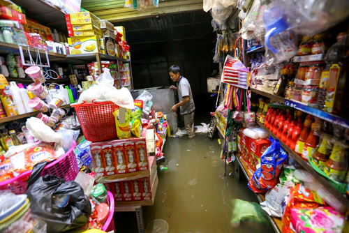 high-tide-brings-flooding-to-saigon-during-new-year-holiday-4