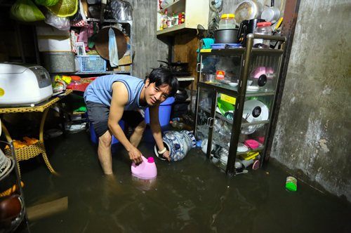 high-tide-brings-flooding-to-saigon-during-new-year-holiday-5