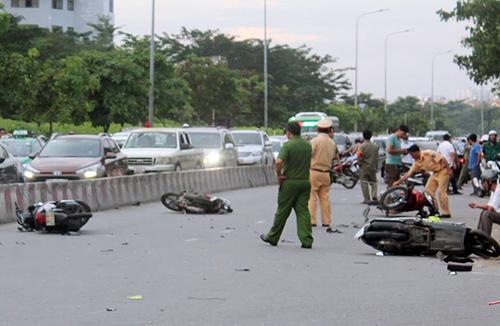 Car hits 9 motorbikes in Ho Chi Minh City