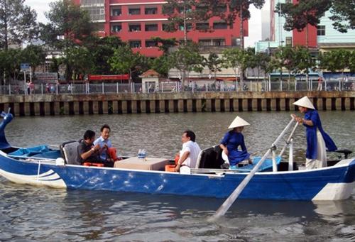 Tour boats attacked along Saigon canal