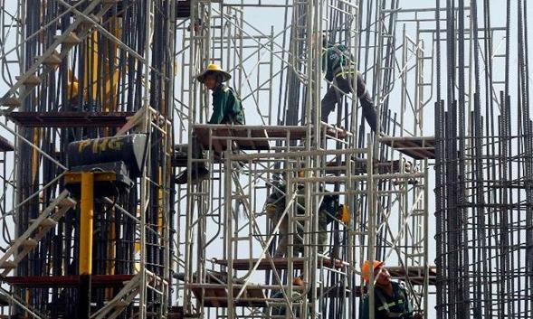 Vietnam's public debt exceeds ceiling, prime minister says