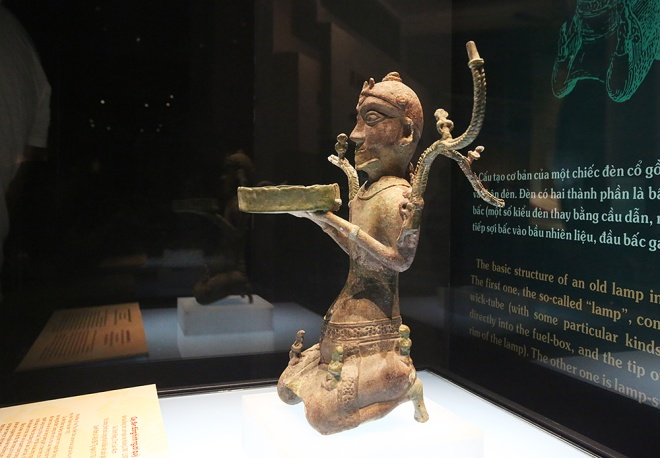 vietnam-holds-grand-historical-exhibition-3
