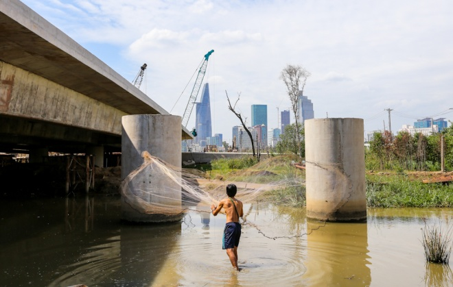 life-under-the-bridge-on-the-margins-of-bustling-saigon-ed-5