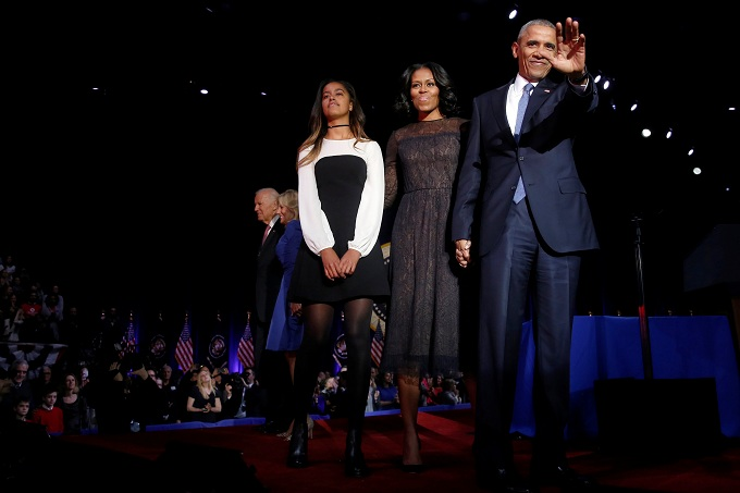 U.S. President Barack Obama (R) is joined onstage by first lady Michelle Obama and daughter Malia, Vice President Joe Biden and his wife Jill Biden, after his farewell address in Chicago, Illinois, U.S. January 10, 2017. REUTERS/Jonathan Ernst