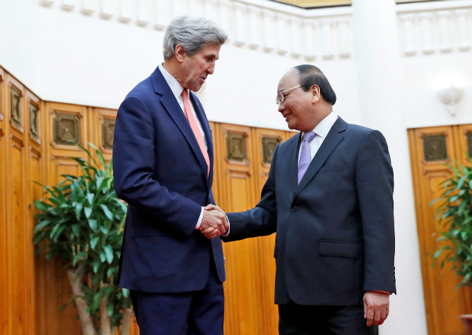 john-kerry-begins-farewell-tour-to-vietnam-as-successor-talks-tough-on-china-1