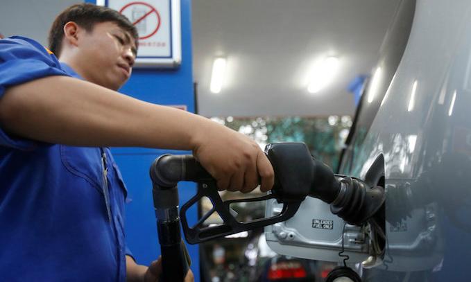 Vietnam mulls environmental tax hike on petroleum products, plastic bags