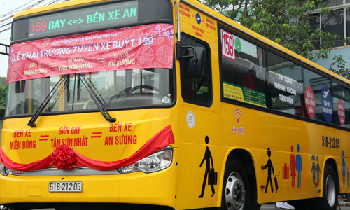 HCMC opens new premium bus route to busy airport