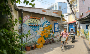 75-year-old artist's murals bring new life to Saigon alleys