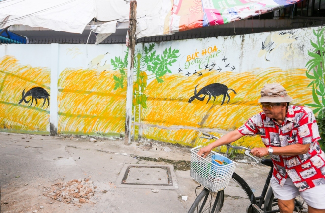 75-year-old-artists-murals-bring-new-life-to-saigon-alleys-8
