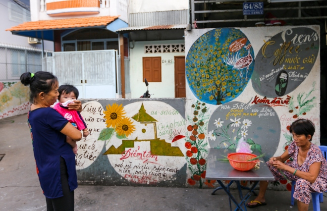 75-year-old-artists-murals-bring-new-life-to-saigon-alleys-9