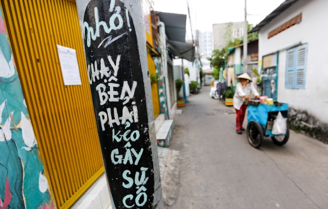 75-year-old-artists-murals-bring-new-life-to-saigon-alleys-6