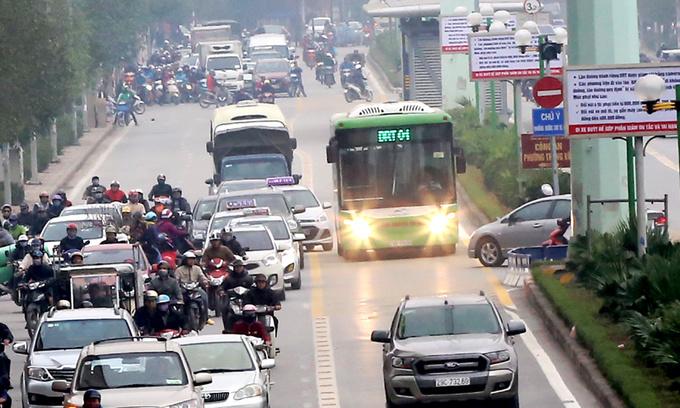 Hanoi to blockade rapid bus lanes from irresponsible vehicles