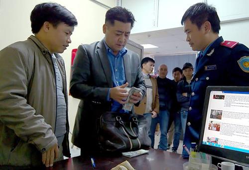Hanoi taxi driver returns $14,000 to forgetful Korean customer