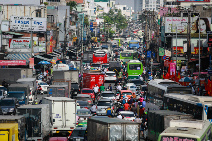 A long line of vehicles stuck in jam